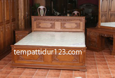 Tempat Tidur Ukir Model Majapahit