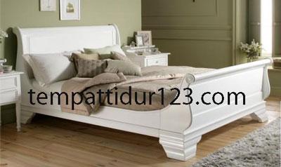Tempat Tidur Mewah Bagong Minimalis