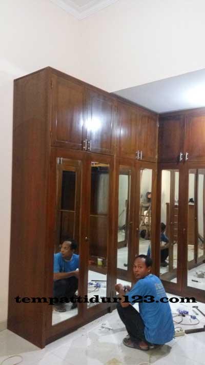 Lemari Minimanalis Classik Kaca Order Bpk Made Wija